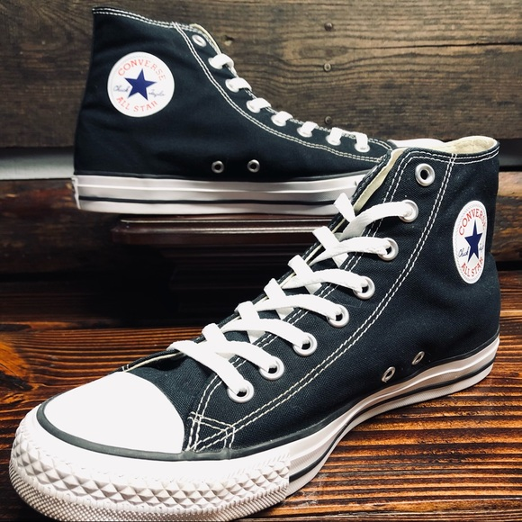 CONVERSE ALL STAR CHUCK TAYLOR HIGH TOPS LIKE NEW